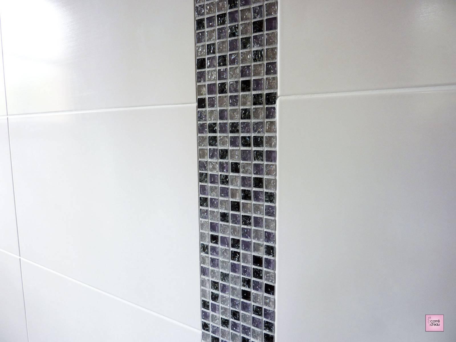 Douche à Litalienne Avec Mosaique De Verre Violette à Montpellier
