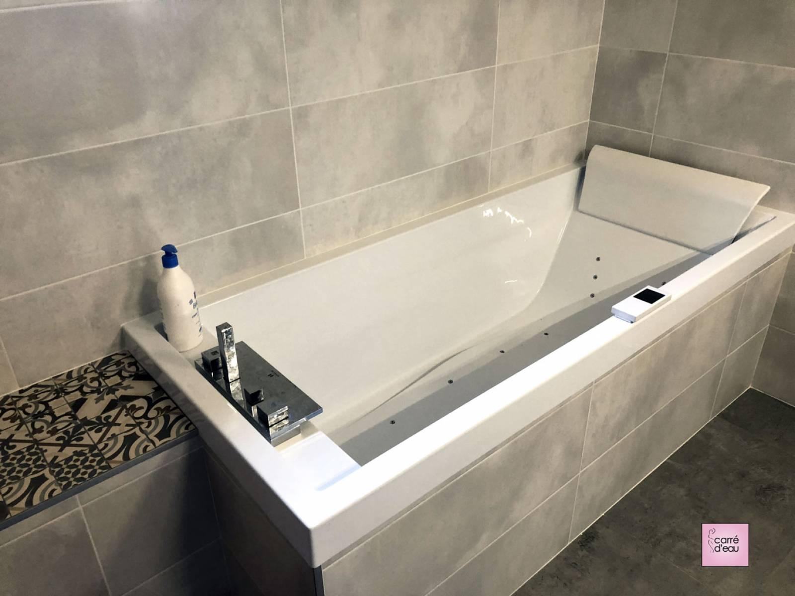 Salle de bain à baignoire balnéothérapie à Montpellier - Carré d\'eau